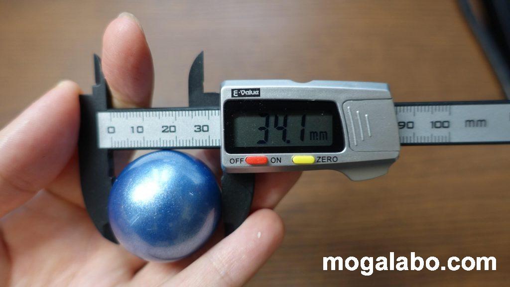 ボールのサイズは約34.1mm