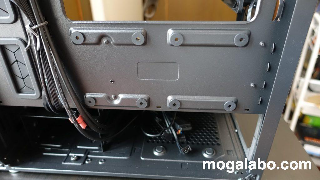 2.5インチSSDを2つ取り付けが可能
