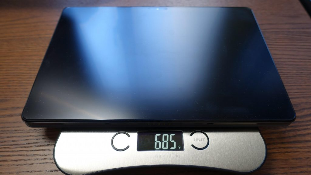 キーボードを外したタブレット状態だと、約685g